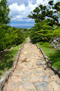 今帰仁城跡、七五三の階段の写真素材 [FYI01716513]