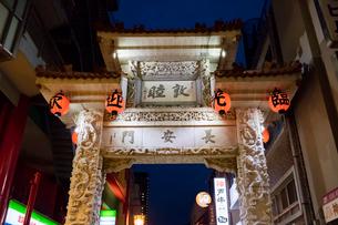 神戸 中華街 長安門(東楼門)の写真素材 [FYI01716587]