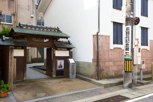 泉鏡花記念館の入口の写真素材 [FYI01716606]