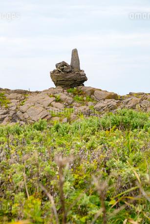 舳倉島 竜神池そばの石碑の写真素材 [FYI01716776]