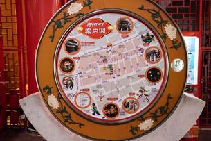 神戸中華街 南京町案内板の写真素材 [FYI01716796]