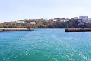 坂手島港から望む鳥羽のリゾートエリアの写真素材 [FYI01717654]