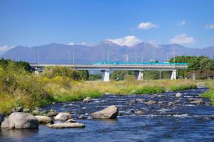 東北新幹線と那須岳と余笹川の写真素材 [FYI01717714]