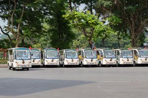 ハノイ、シティツアーの小型バスの写真素材 [FYI01717999]