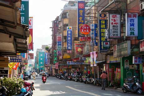 台湾 瑞芳の商店街の写真素材 [FYI01718089]
