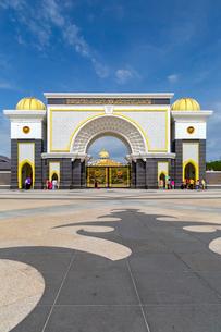 マレーシア王宮前の広場の写真素材 [FYI01718112]