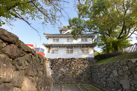 多聞口門から望む小倉城 の写真素材 [FYI01718302]