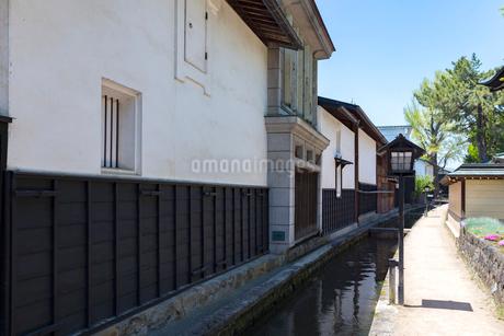 飛騨古川、瀬戸川と白壁土蔵街の写真素材 [FYI01718303]