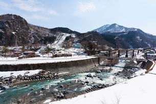 新潟、春の姫川温泉エリアの写真素材 [FYI01718325]