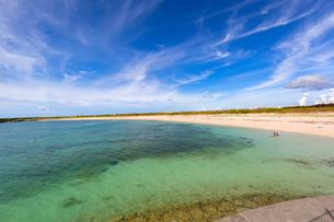宮古サンセットビーチ、北側の写真素材 [FYI01718348]
