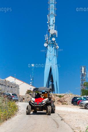 スルジ山を駆けるバギーの写真素材 [FYI01718391]