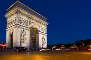 夜のエトワール凱旋門の写真素材 [FYI01718392]