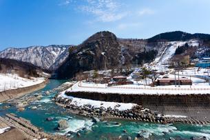 新潟、姫川と真那坂山の写真素材 [FYI01718463]