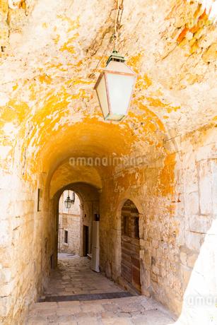 ドブロブニク旧市街の細道の写真素材 [FYI01718514]