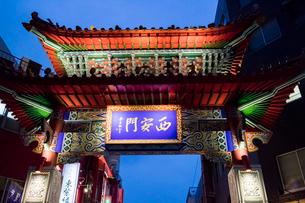 神戸 中華街 西安門(西楼門)の写真素材 [FYI01718535]