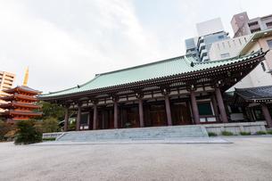 博多東長寺の本堂の写真素材 [FYI01718697]