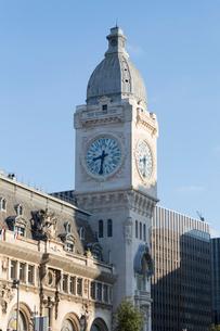 リヨン駅(Gare de Lyon)の時計塔の写真素材 [FYI01718805]