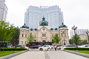 大連,中山広場と旧横浜正金銀行の写真素材 [FYI01718878]