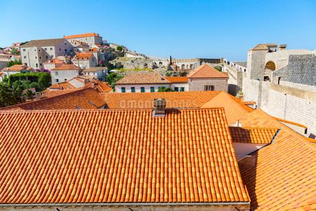 ドブロブニク旧市街,オレンジの屋根の写真素材 [FYI01718950]