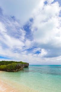 宮古島、透明な海水の写真素材 [FYI01719189]