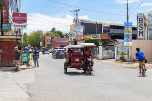 フィリピンのトライシクルの写真素材 [FYI01719190]