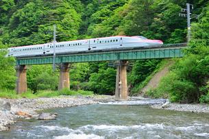 秋田新幹線(E6系)の写真素材 [FYI01719192]