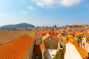 城壁から望む教会群の写真素材 [FYI01719307]