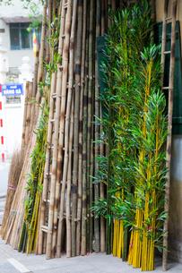ハノイ旧市街の竹屋の写真素材 [FYI01719509]