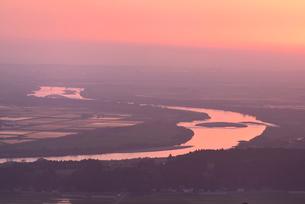 最上川と夕日の写真素材 [FYI01719771]