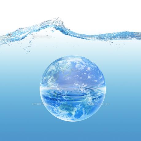 地球と水イメージのイラスト素材 [FYI01719790]