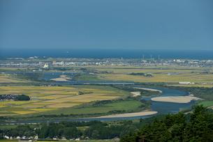 最上川と庄内平野と日本海の写真素材 [FYI01719825]