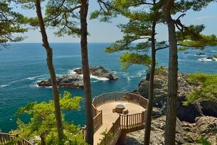 碁石海岸と展望台の写真素材 [FYI01719962]