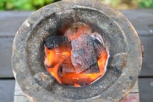 七輪と炭火の写真素材 [FYI01720005]