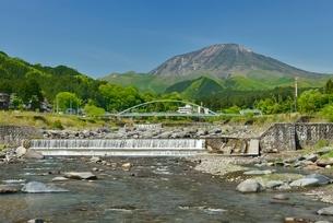 大谷川と男体山の写真素材 [FYI01720076]