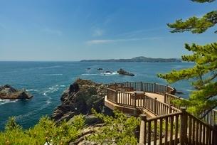 碁石海岸と展望台の写真素材 [FYI01720130]