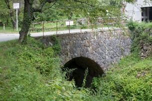 旧佐渡鉱山間ノ山下アーチ橋の写真素材 [FYI01720144]