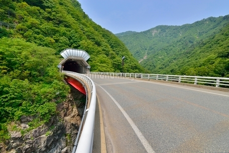 赤芝峡と国道113号横根トンネルの写真素材 [FYI01720185]