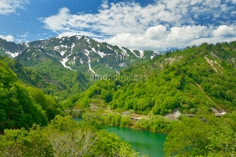 田子倉湖と浅草岳の写真素材 [FYI01720605]