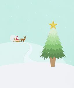 クリスマスツリーとサンタとトナカイの写真素材 [FYI01720867]