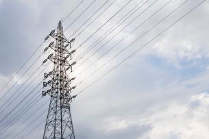 電線と鉄塔の写真素材 [FYI01721353]