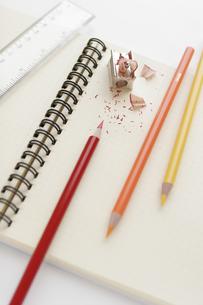 色鉛筆とノートと定規の写真素材 [FYI01721903]