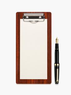 領収書をはさむバインダーと紙と万年筆の写真素材 [FYI01724377]