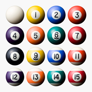 並べられたビリヤードのボールの写真素材 [FYI01724417]
