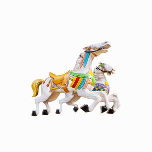 メリーゴーラウンドの白馬の写真素材 [FYI01724636]