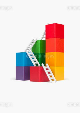 積み木とはしごの写真素材 [FYI01724643]