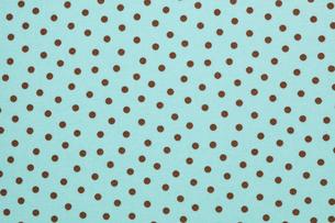 水玉模様の布 チョコミントイメージの写真素材 [FYI01724685]