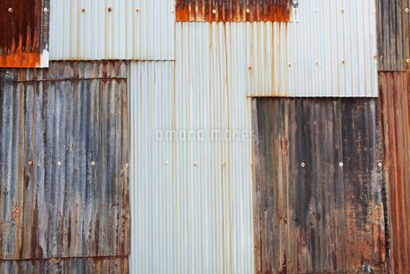 トタンの壁の写真素材 [FYI01724717]