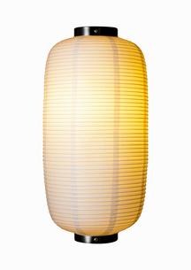 明かりのともった白い提灯の写真素材 [FYI01725124]