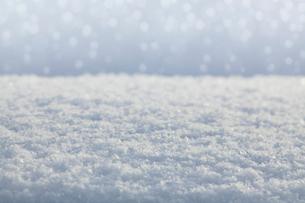 雪の降り積もった背景の写真素材 [FYI01725132]