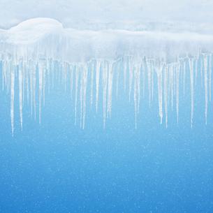 つららの冬の背景の写真素材 [FYI01725141]